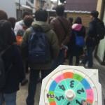 ルーレットを回して京都の碁盤の目を練り歩くアドリブツアー!今月は堀川下立売バス停付近から!